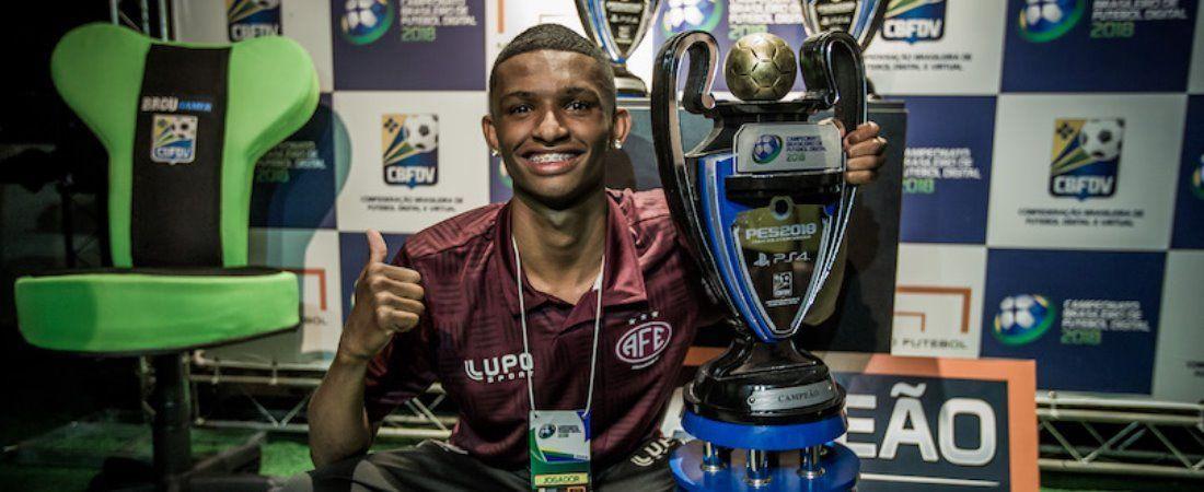 Pro Player Juninho: Campeão brasileiro de PES 2018.